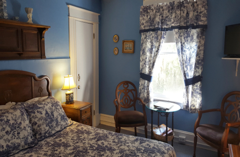 St. Augustine Bed and Breakfast: Flower Room